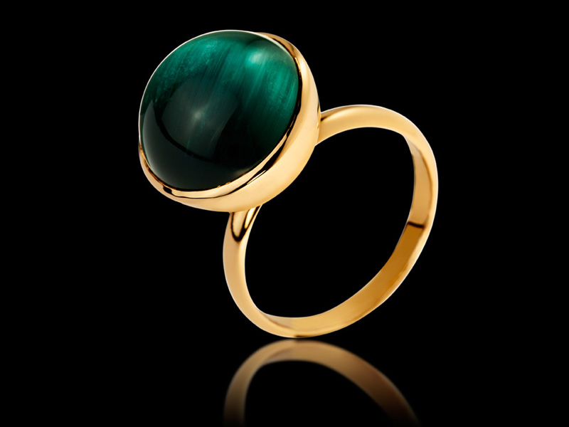 Cosmic desire Ring in 18K Gold set with tourmaline cat's eye