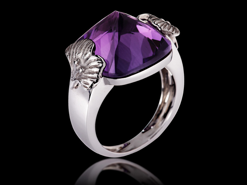 Ginkgo Ring in 18K Gold with amethyste set upside down